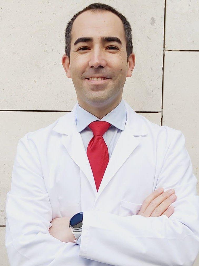 Dr. José Rivas Becerra cirujano especialista en operaciones de reducción de estómago en el tratamiento del sobrepeso