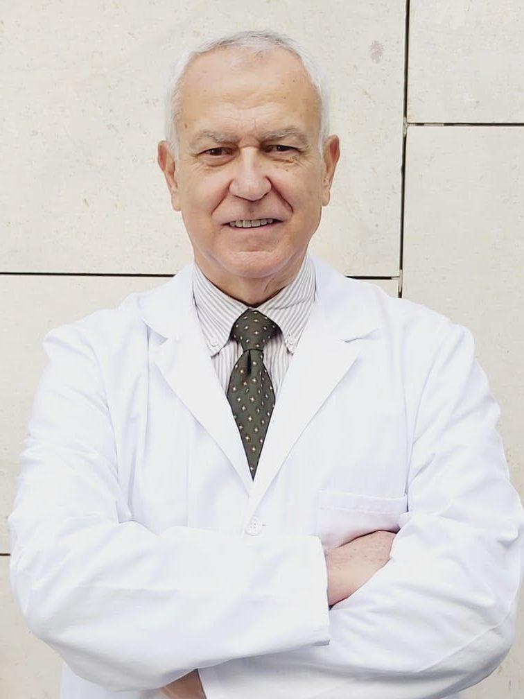 Dr. José Rivas Marín cirujano especialista en operaciones de reducción de estómago en el tratamiento del sobrepeso