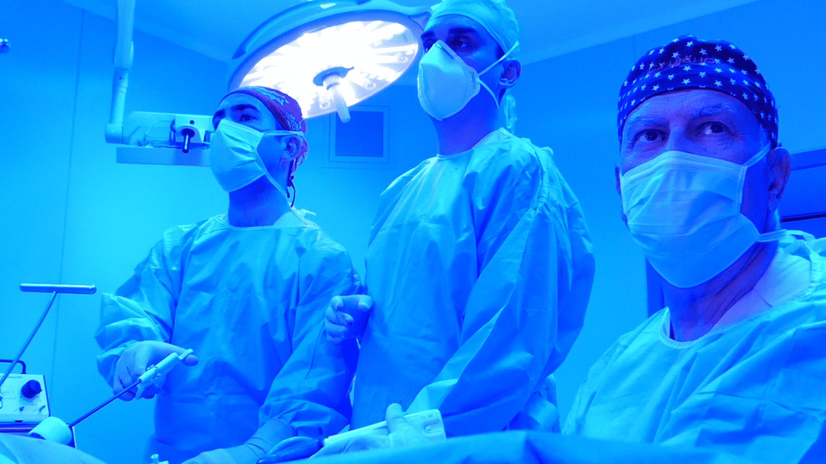 equipo de cirugía rivas realizando una operación de reducción de estómago